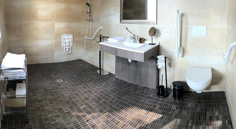 Au Palmyre Hotel - Chambre accessible PMR - salle de bain