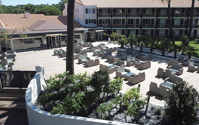 Au Palmyre Hotel - Terrasse aménagée fauteuils canapés